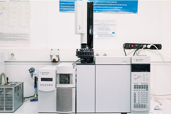 Chromatography units for organic pollutants analysis: GC-ECD